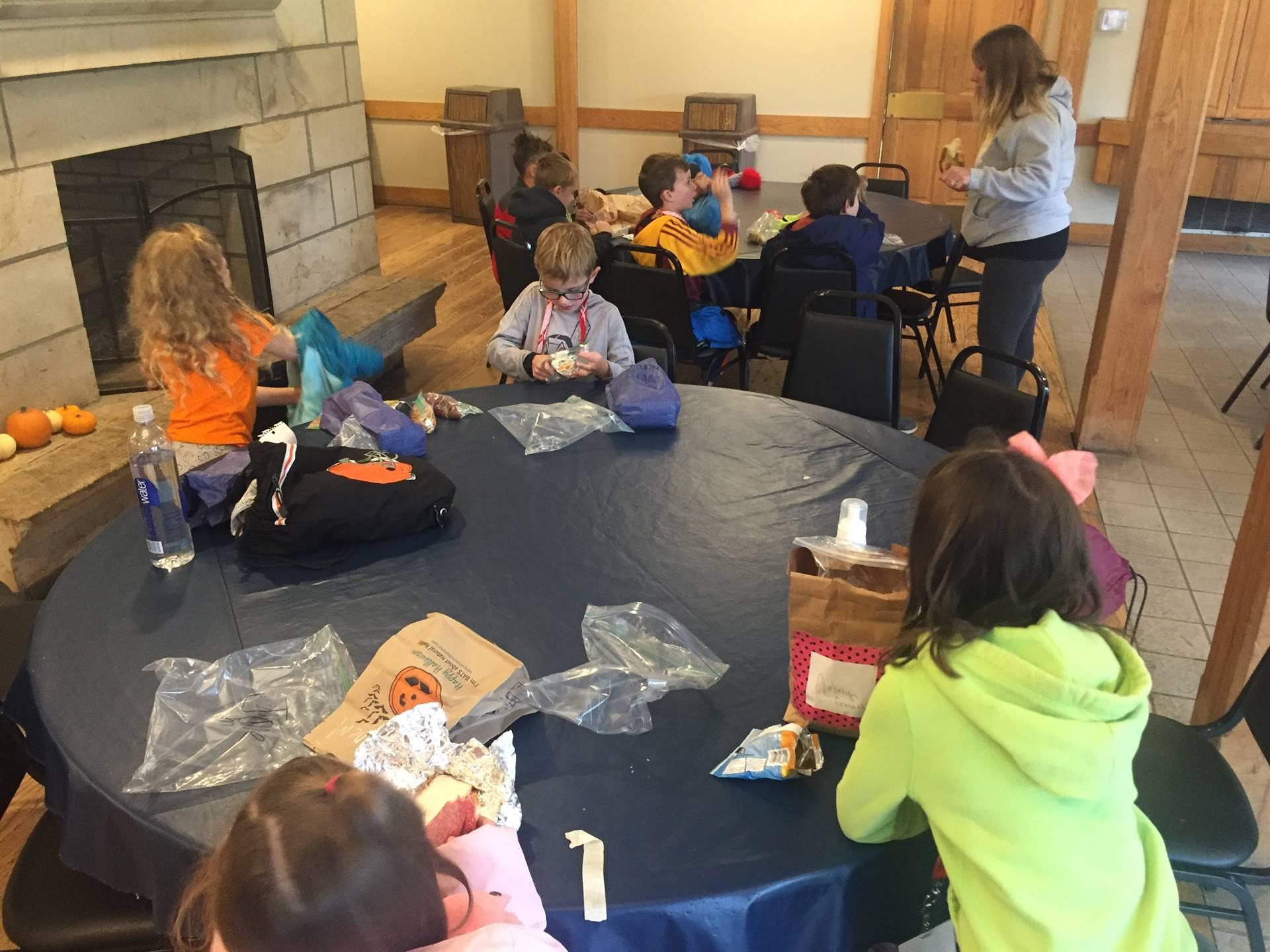 Students eating lunch at Hale Farm