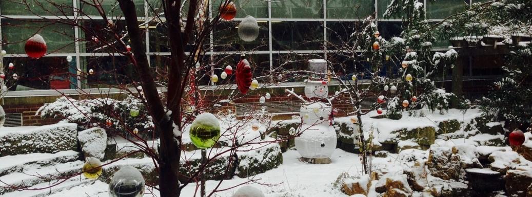 PTA decorates the Goldwood Garden